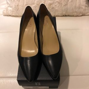Naturalizer Black kitten heel pumps